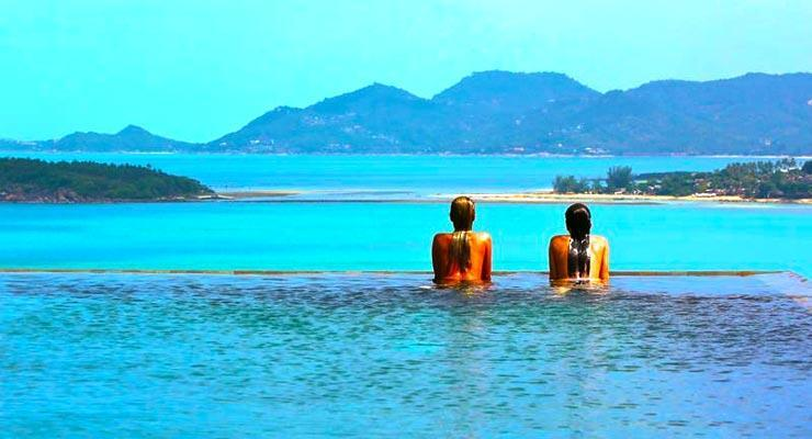 Hotel with infinity edge pool in Koh Samui
