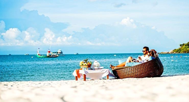 The beachfront setting of Royal Muang Samui Villas